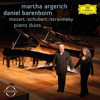 Argerich et Barenboim jouent au piano Mozart, Schubert et Stravinsky