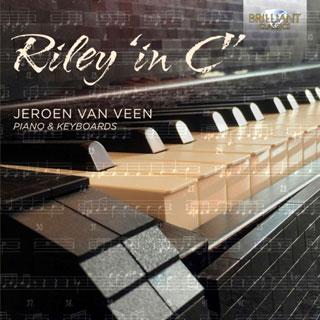 Seul devant ses claviers, Jeroen Van Veen joue « In C » de Terry Riley