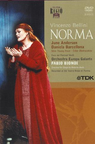 une nouvelle Norma, captée à Parme en 2001 au Teatro Regio