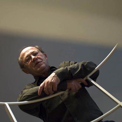 le pianiste Alain Planès photographié par Éric Larrayadieu