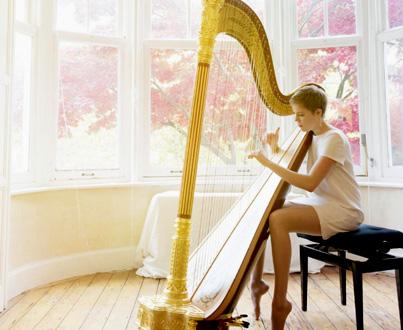la jeune harpiste Agnès Clément joue Mozart à Stuttgart