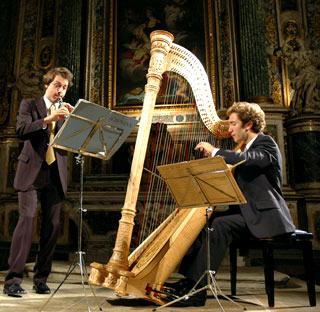 Victor Aviat (hautbois) et Nikolaz Cadoret (harpe) au festival arlésien 2005