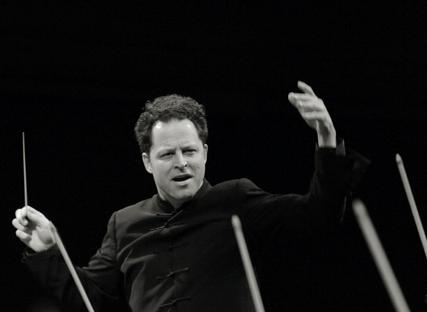 John Axelrod dirige Sinfonietta Cracovia au MIDEM (Cannes, 2010)