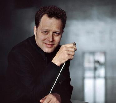 le chef américain John Axelrod dirige pour un soir l'Orchestre de Paris
