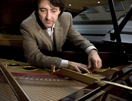 au Louvre, le pianiste Jean-Efflam Bavouzet donne un récital français