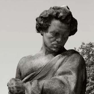 statue de Ludwig van Beethoven par János Horvai dans un jardin de Budapest