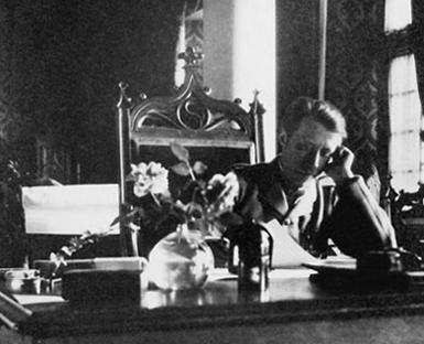 le compositeur français André Caplet (1878-1925), photographié en 1907