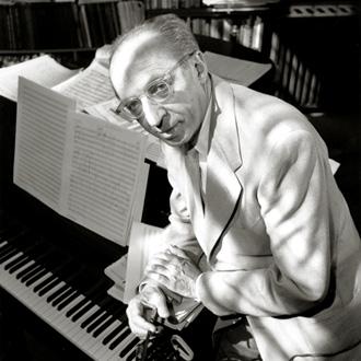 le compositeur américain Aaron Copland (1900-1990)
