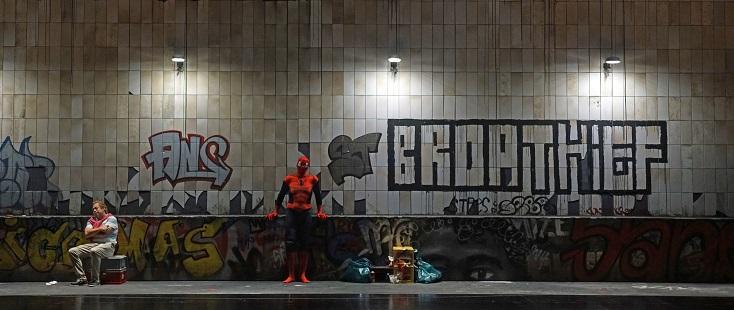 Spiderman dans le métro ? Non, l'excellent Quichotte de Gábor Bretz à Bregenz...