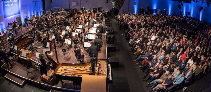 Ilan Volkov dirige le SWR Sinfonieorchester aux Donaueschinger Musiktage 2017