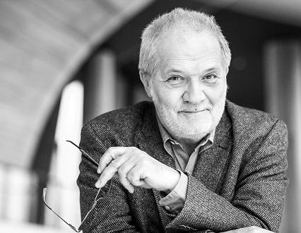 Péter Eötvös dirige l'Orchestre Philharmonique d'Helsinki