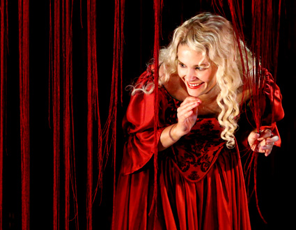 le jeune soprano hongrois Emőke Baráth est Elena au Festival d'Aix-en-Provence