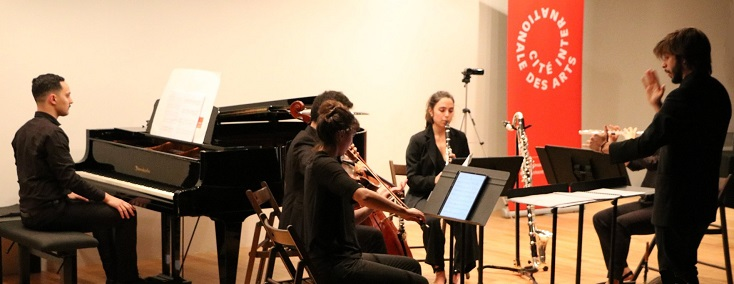 Fernando Palomeque dirige l'ensemble Écoute à la Cité internationale des arts