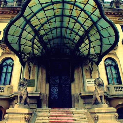 entrée du Palacio Cantacuzino, devenu Musée George Enescu de Bucarest