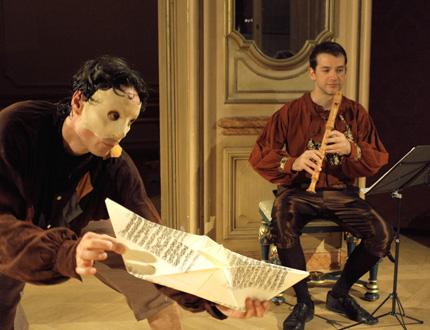 Le danseur Hubert Hazebroucq et le flûtiste Julien Martin jouent Telemann