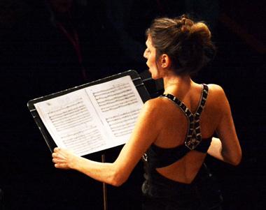 Delphine Galou est Judith dans le programme Juditha triomphans de La Chaise-Dieu