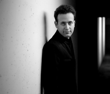 le jeune pianiste marseillais Jonathan Gilad en récital au Théâtre Mogador