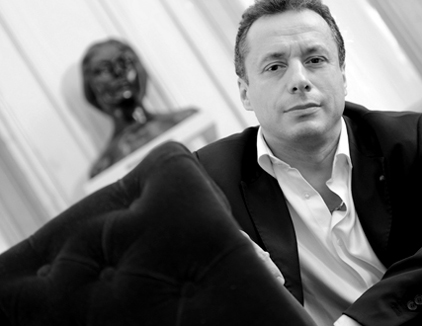 le chef d'orchestre italien Marco Guidarini, créateur de l'ensemble Apostrophe