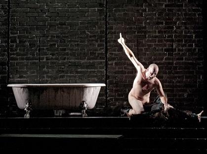 Stéphane Degout, immense Hamlet nu à La Monnaie de Bruxelles