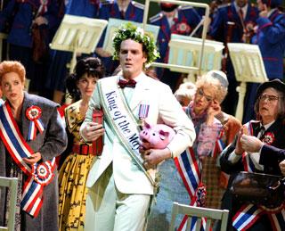 Albert Herring, opéra buffa de Benjamin Britten, à la Komische Oper Berlin