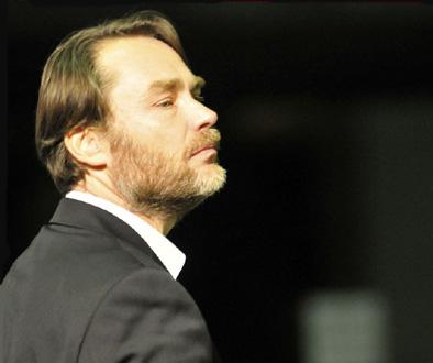 le chef d'orchestre Olivier Holt photographié par Willy Vainqueur