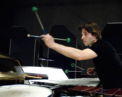 le percussioniste Florent Jodelet, photographié par Hélène Bozzi