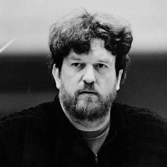 le compositeur et chef d'orchestre écossais Oliver Knussen