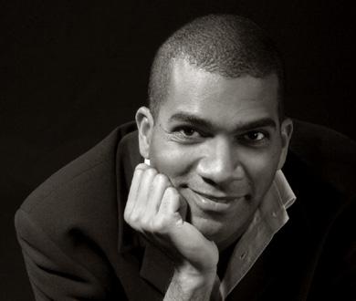 Wilhem Latchoumia joue Carlos Sandoval Mendoza aux Bouffes du nord (Paris)