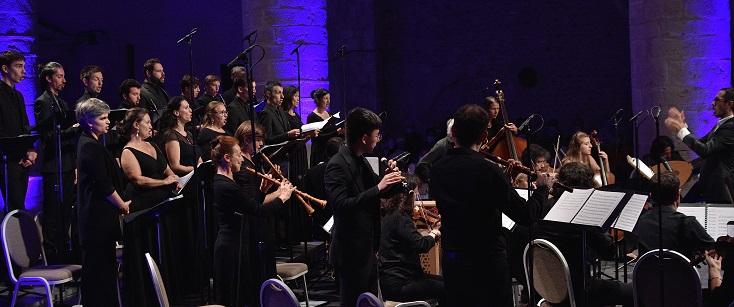 Sylvain Sartre dirige Les Ombres et le Chœur du Concert Spirituel à Ambronay