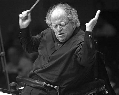 James Levine dirigeant de sa chaise roulante le Met Orchestra à Carnegie Hall
