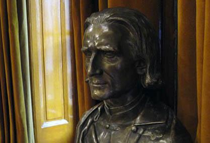 Ferenc Liszt sculpté par Kluger, bronze visible au Musée Liszt de Budapest