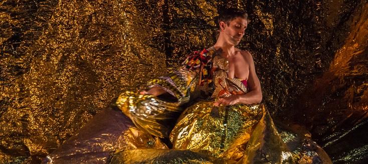 Pour la chorégraphe Robyn Orlin, Benjamin Pech danse Oh Louis...