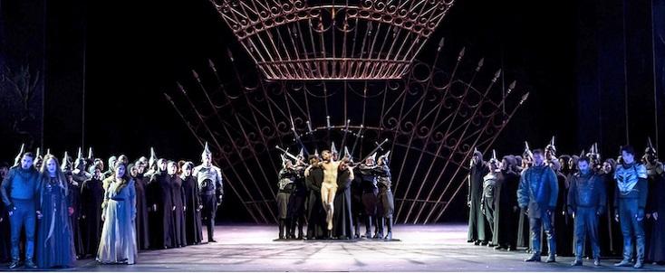 Duncan en décente de la Croix dans le superbe Macbeth d'Emma Dante à Turin