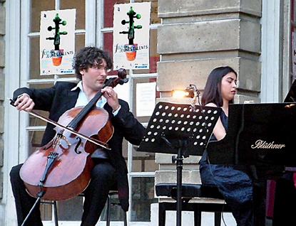 Guillaume Martigné au violoncelle et Juliana Steinbach au piano