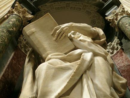 l'apôtre Saint Mathieu sculpté par Camillo Rusconi, à St Jean de Latran, Rome