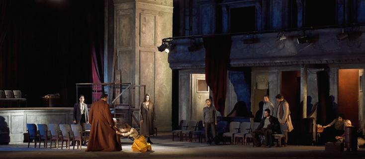 dans un décor d'Éric Ruf, Mitridate, opéra de Mozart, au TCe (février 2016)