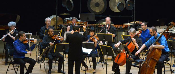 Franck Ollu dirige l'Ensemble Modern