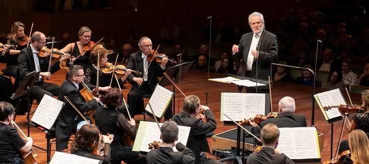 Péter Eötvös à la tête de l'Orchestre Symphonique de la Radio Hongroise