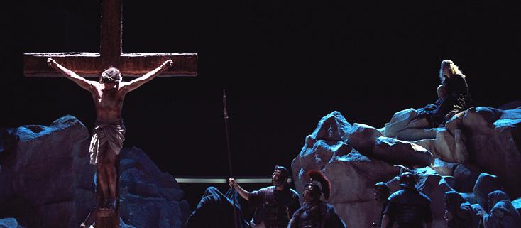 à la Deutsche Oper de Berlin, Philipp Stölzl met en scène Parsifal (Wagner)