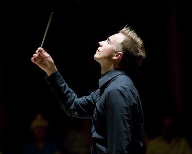 à la tête du Philhar', Vassili Petrenko joue Mahler et Szymanowski