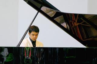 le jeune pianiste François-Xavier Poizat à La Roque d'Anthéron 2007