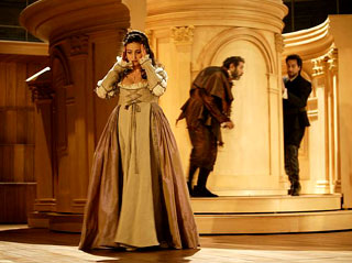 à l'Opéra de Lausanne, Arnaud Bernard met en scène Rigoletto (Verdi)