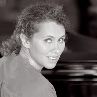 la pianiste Caroline Sageman en récital à l'Orangerie de Bagatelle (Paris)