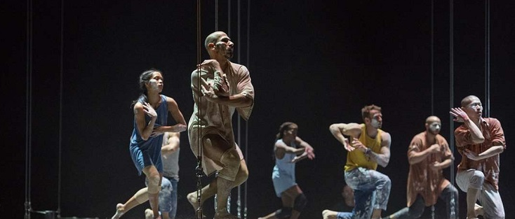 Sidi Larbi Cherkaoui met en scène Satyagraha de Glass à Berlin (Komische Oper)