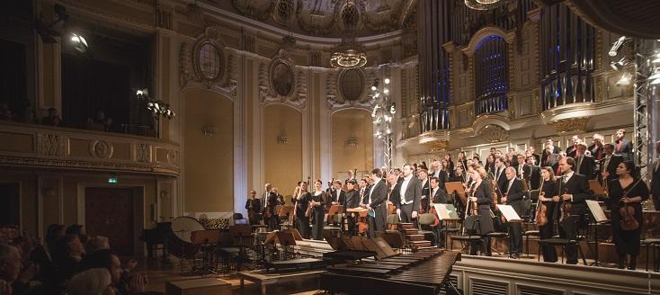 Elias Grandy dirige le Requiem de Mozart en fin de DIALOGE Miroslav Srnka