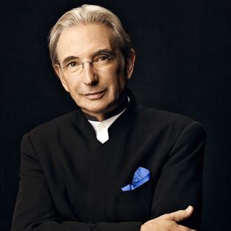 le chef étatsunien Michael Tilson Thomas joue Mahler à la Salle Pleyel (Paris)