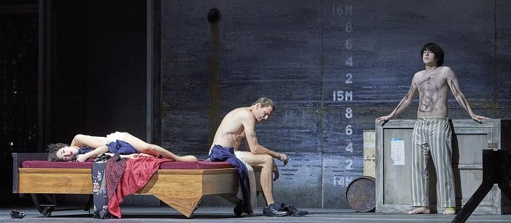 """Bo Skovhus et Josh Lovell dans """"Das verratene Meer"""" d'Henze à Vienne"""