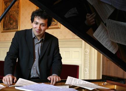 le jeune pianiste roumain Ferenc Vizi en récital au Théâtre de la Ville (Paris)