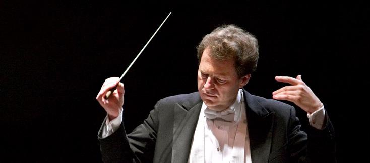 le chef Yoel Levi, patron de l'Orchestre National d'Île de France