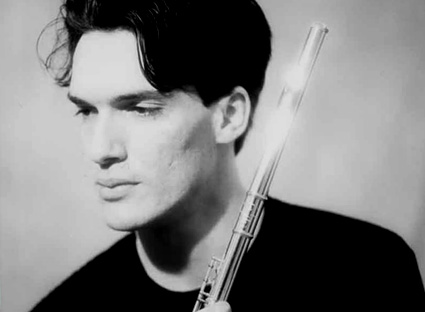 le flûtiste italien Mario Caroli sert ici la musique de Marco Stroppa